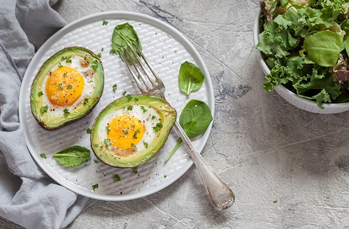 Baked avocado egg