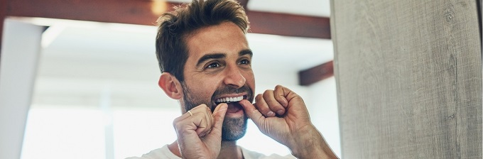 How to floss your teeth properly