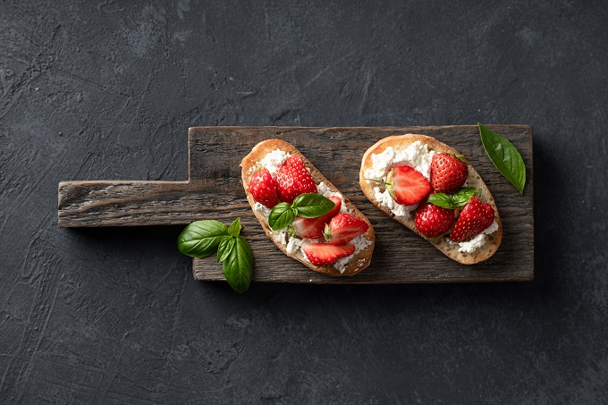 Strawberry and cream cheese toast